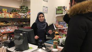 Titta på filmen om Visbys arabiska mataffär